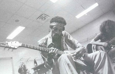 jimi hendrix playing guitar before a concert