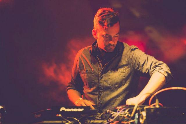 dj bonobo mixing live