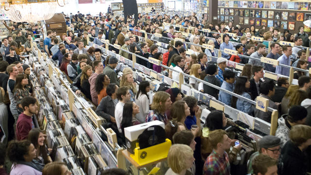 crowd at the record store day in uk, 2014