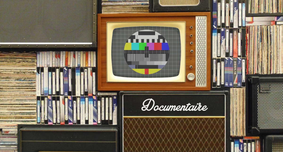 écran de tv et disque vinyle