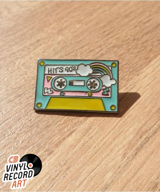 Pin's émail K7 audio Hits 90's – Accessoire retro