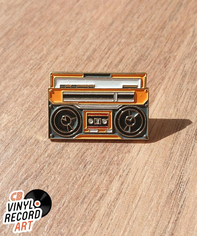 Ghettoblaster enamel pin – Retro accessory