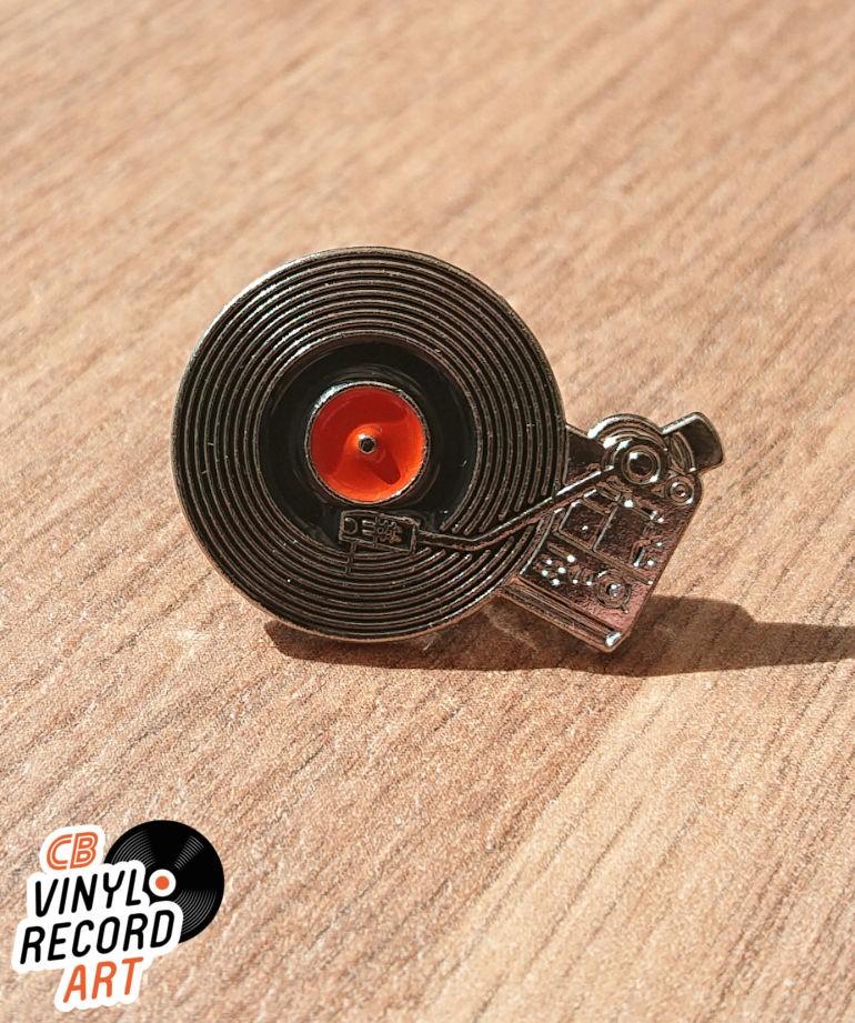 Turntable enamel pin - Retro accessory