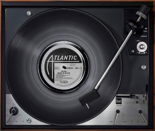 des photographies de vinyles sur des platines d 39 poque. Black Bedroom Furniture Sets. Home Design Ideas