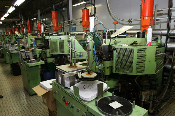 le renouveau des usines de pressage de vinyles blog du disque vinyle. Black Bedroom Furniture Sets. Home Design Ideas
