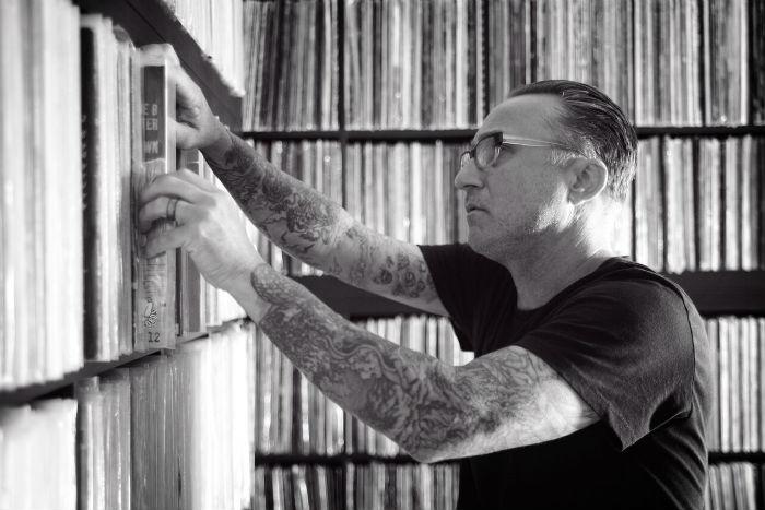 roger cherche un disque vinyle