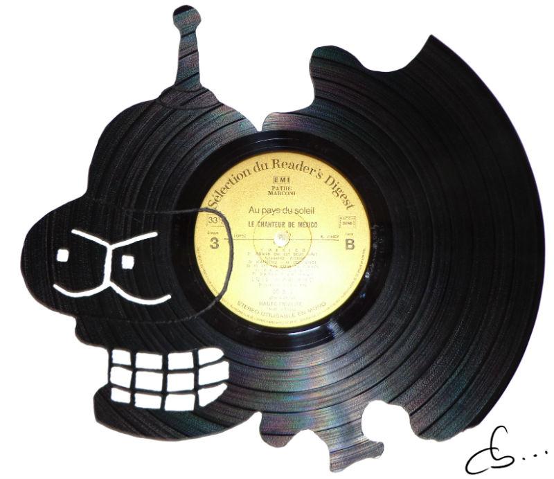 portrait de bender, futurama gravé sur un disque vinyle