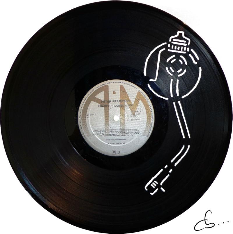 bras de lecture platine vinyle gravé sur disque vinyle