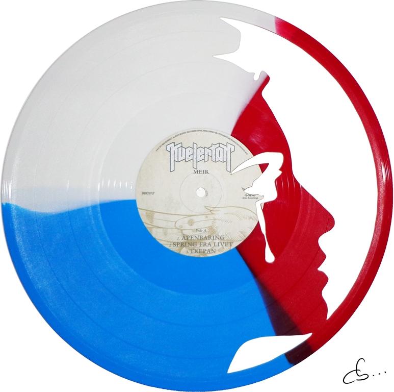 marianne pleure, symbole de la république française gravé sur un disque vinyle bleu, blanc, rouge